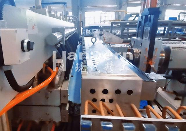 加厚型中空板生产线
