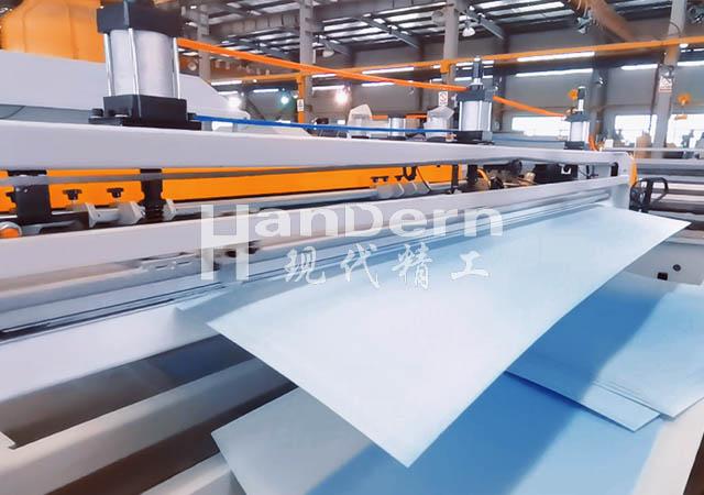 PC中空板生产线